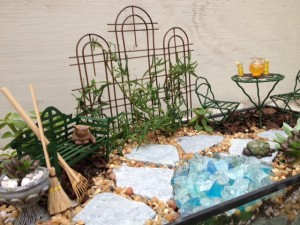 Miniature garden w/ Triple trellis, broom & rake, iced tea set, cat
