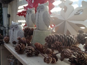 pretty owls and pinecone garland....